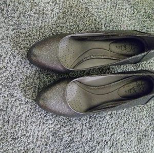 Life Stride Pewter heels size 8.5 W